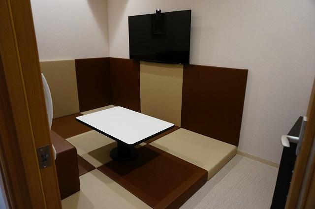 カラオケセブン一階のマットの部屋