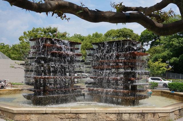 市民会館前の噴水で