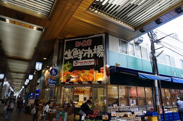 阪急本通商店街生鮮市場の角