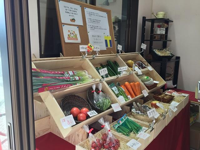 ビバマルシェの店内の野菜
