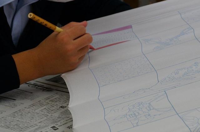 着物プロジェクト生徒の色塗り作業3DSC02097