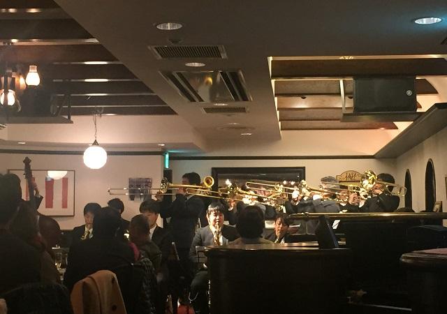 茨木グリルでムーンライトスウィングオーケストラの演奏