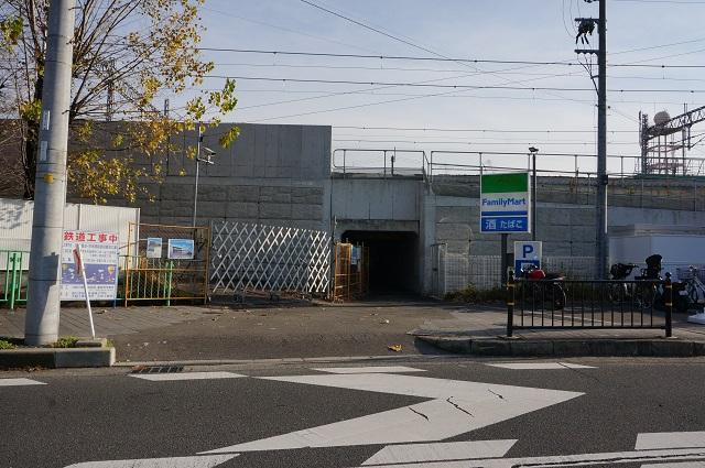 JR線路沿い三島中そばファミリーマートのところDSC02947