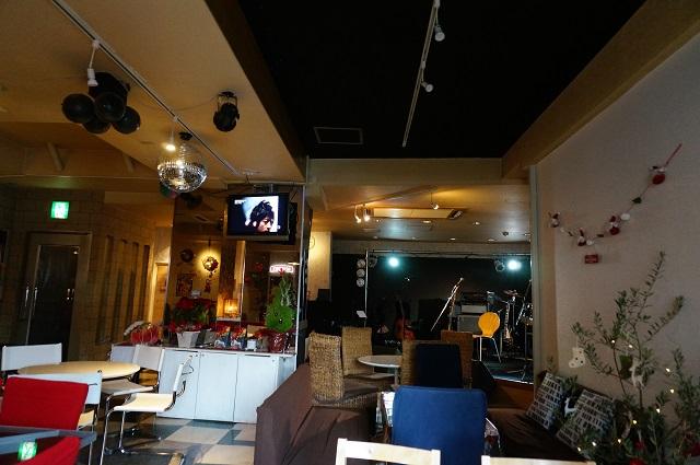マリアナカフェ店内ソファ席からDSC02923