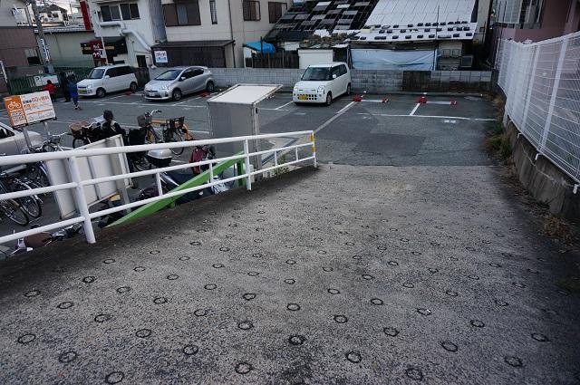 8はなの舞の前の駐車場DSC02919
