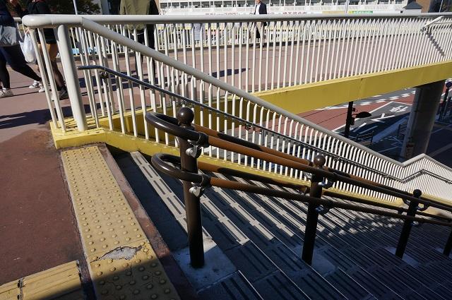 JR茨木駅西側階段に手すりDSC0186911月11日