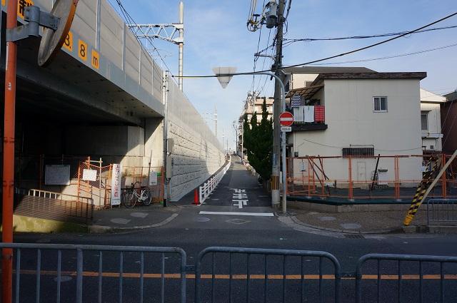 JR総持寺線路沿い京都の方向DSC02943