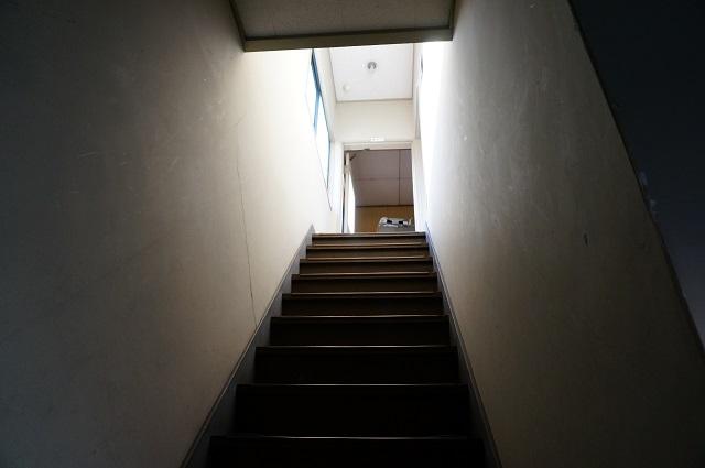 橋本さん事務所への階段DSC03771
