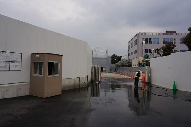 2R171ノア・インドアステージ茨木工事門の前DSC03855