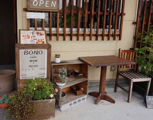 BONOcafeお店の入口そばDSC02575