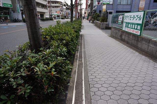 高瀬川通り阪急から真砂方面歩道のレール5DSC04333