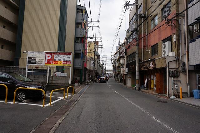 阪急東のほうガンコの通り西向きDSC04151