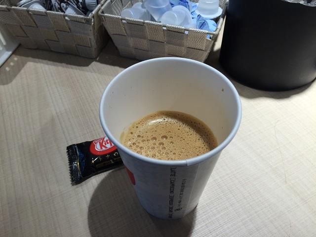 阪急総持寺駅ホームカフェのカフェラテIMG_6132