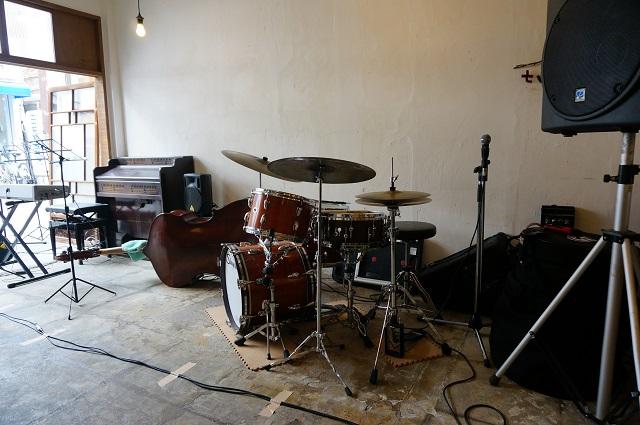 ツミキ食堂ライブの楽器DSC05540