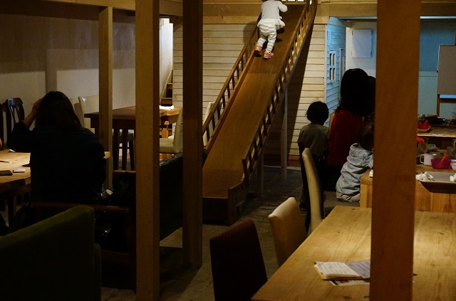 ツミキ食堂キッズスペースの様子DSC05565