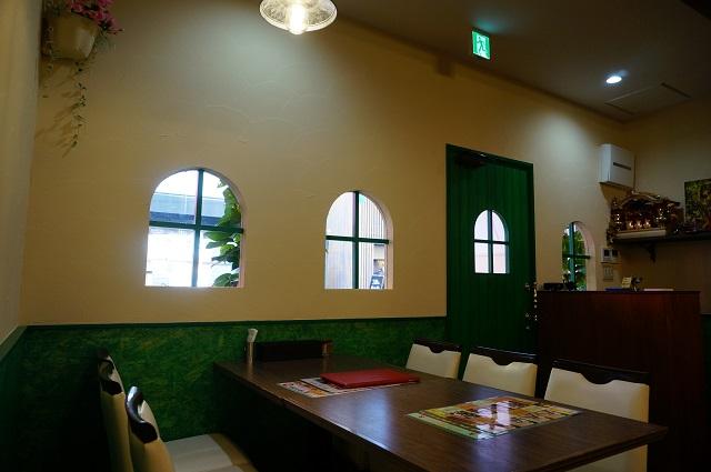 ローサンカフェ店内から窓のほうDSC06433