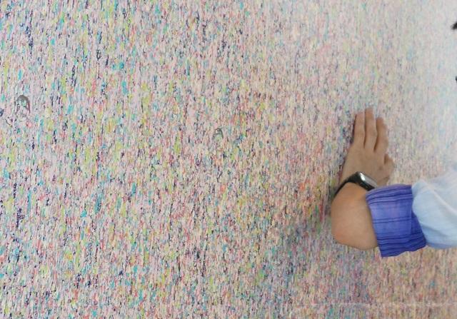 9-2アートツアー市役所の壁でDSC06960