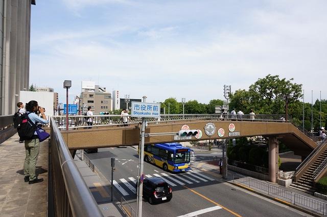 6アートツアー市役所の歩道橋DSC06941