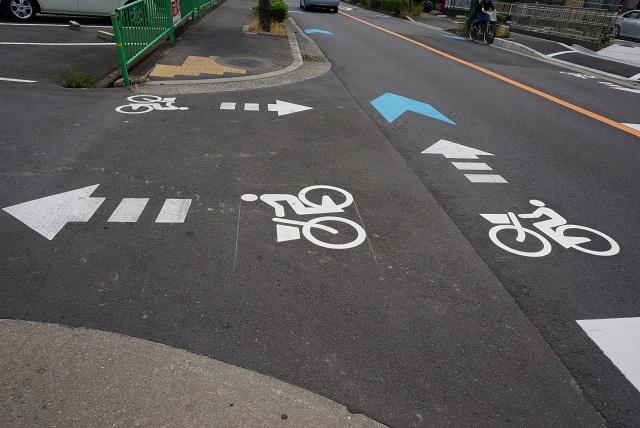風景阪急南茨木近く道路イラストDSC06480
