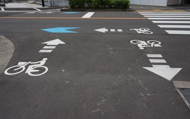 風景阪急南茨木から線路を渡っ他道路のイラストDSC06481