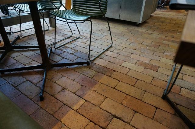 ザファーム店内の床DSC06706