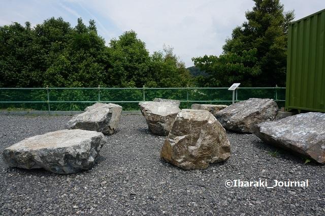 2017年7月安威川ダム管理事務所そばの石1a30c8a8fcaf5e27fa16b76fd0b34c21