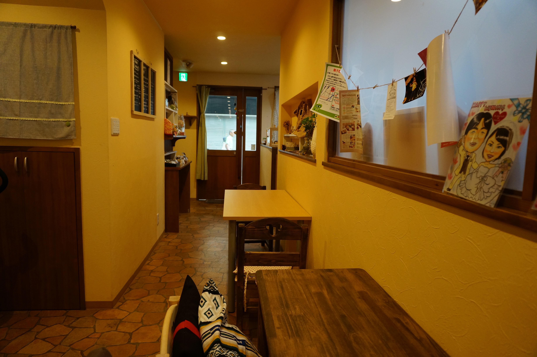 くものねカフェ店内から入口のほうDSC07678