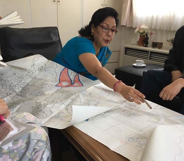 ネパール大使がデザインを見る2IMG_7551