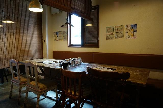 塩凸店内テーブル席DSC07512