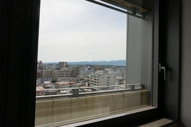 14-1市役所南館8F窓からの景色DSC06994