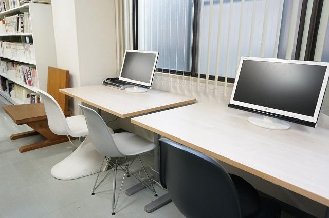 国際メディア図書館内テーブル席DSC07766