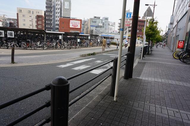 阪急茨木市駅東側の横断歩道DSC07641