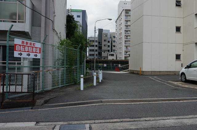 茨木西駅前町駐輪場南入口DSC08300