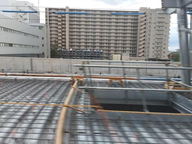 JR総持寺大阪行き電車の窓からIMG_8923