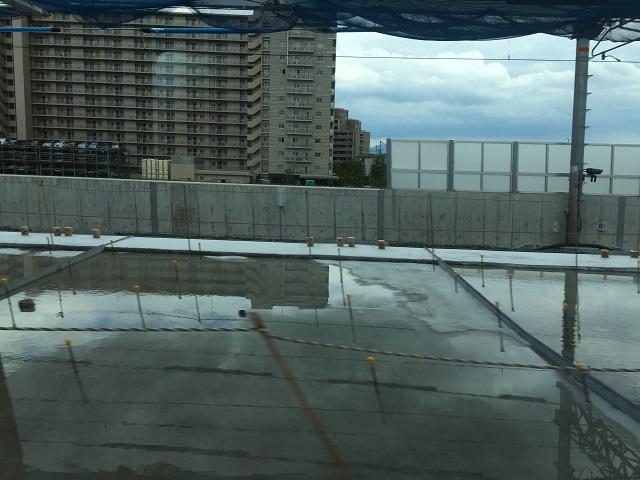 JR総持寺大阪行き電車の窓からIMG_8922