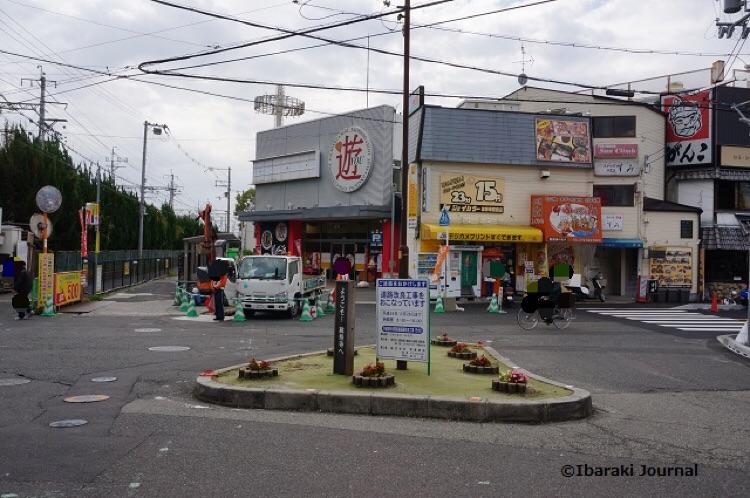 阪急総持寺駅前DSC09159
