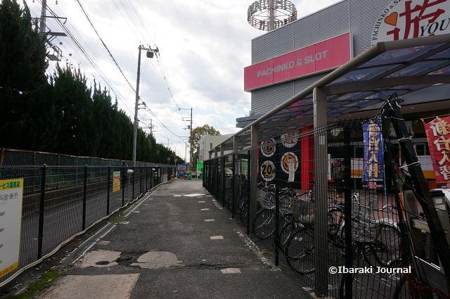 総持寺駅そば駐車場への道DSC03375