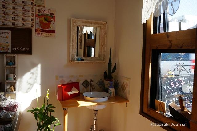 enカフェ店内窓側DSC09301