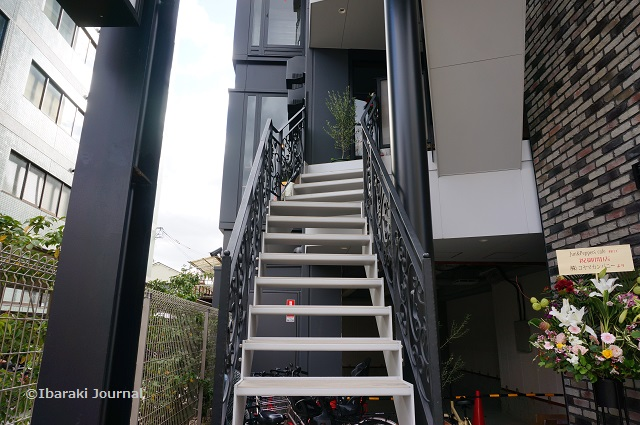 Jun&Pepper'sカフェへの階段
