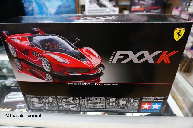 東京堂模型店でフェラーリの模型DSC00797