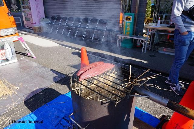 西村眼鏡店わら焼きで煙が出てくるDSC00203