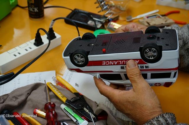 いばらきおもちゃ病院救急車できてきたDSC00538
