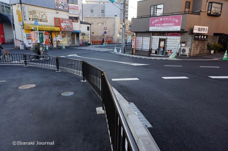 2阪急総持寺からがんこがあったほうの道DSC01006