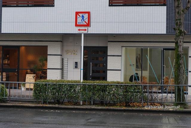 1月8日エキスポロード沿いカフェ工事DSC01109