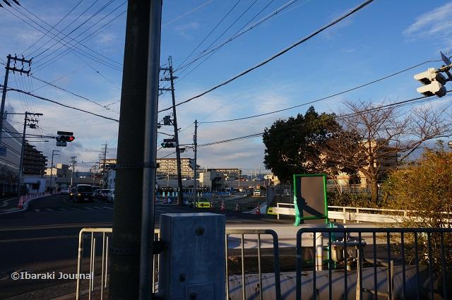 総持寺交番からJR線路のほうDSC01013