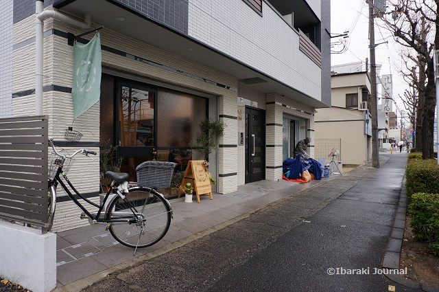 1月5日エキスポロード沿いで店舗工事DSC01098
