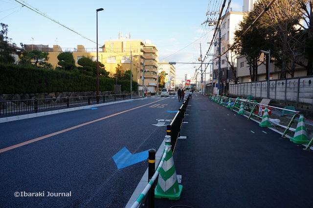 広がってる歩道阪急方面を見るDSC01010