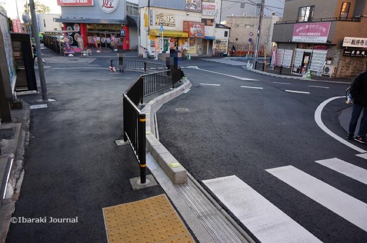 阪急総持寺駅前で花壇がなくなってる