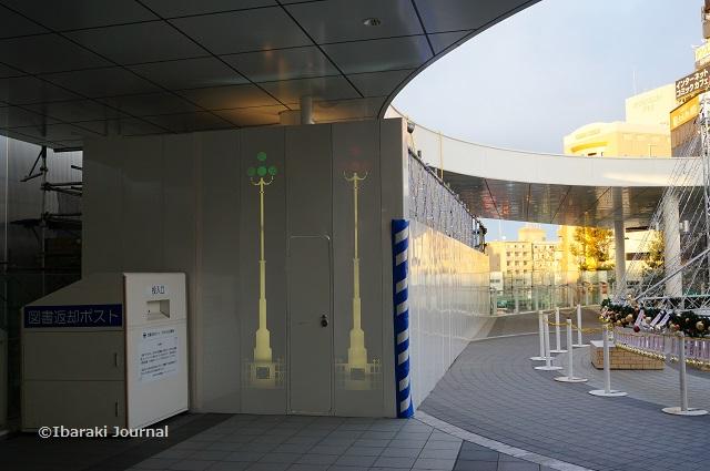 JR茨木工事の壁にイラストDSC00880