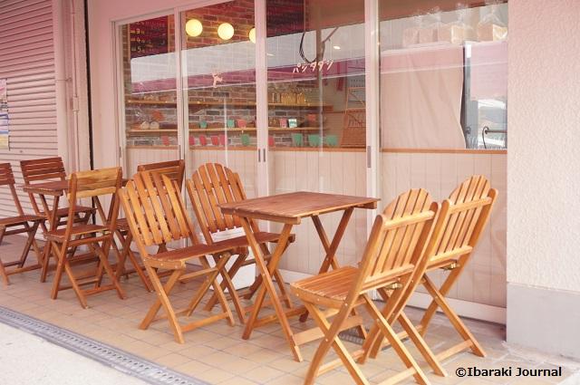 パンタダシ店外に食べるスペースDSC01231